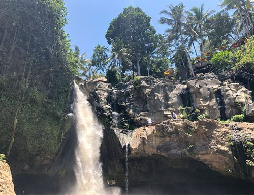 Bali tour: by car to Ubud, Tegenungan waterfall and a Balinese dance