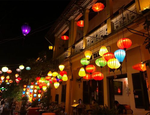 The lantern festival in Hoi An: this happens during the full moon
