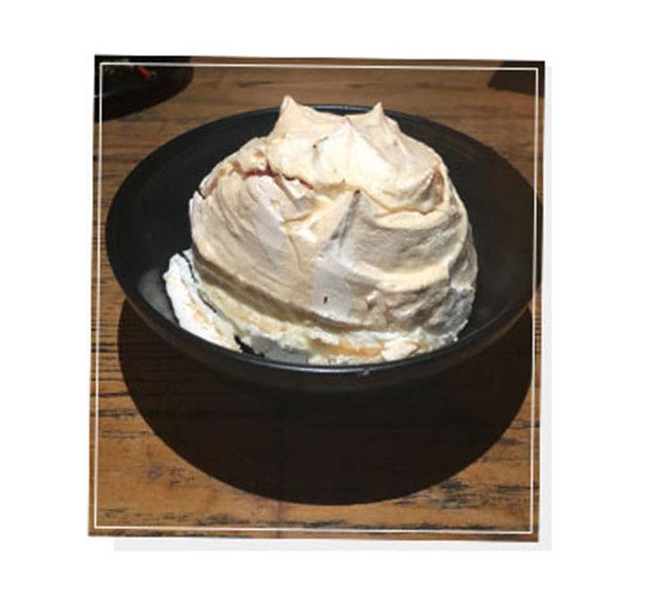 Pavlova dessert Fuego
